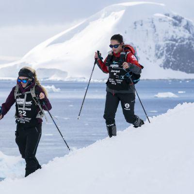 Annastiina Hintsa Etelämantereen ultrajuoksussa.