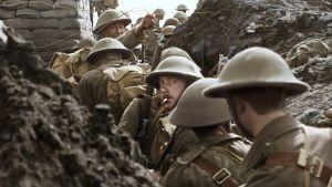 Soldater i skyttegraven under första världskriget.