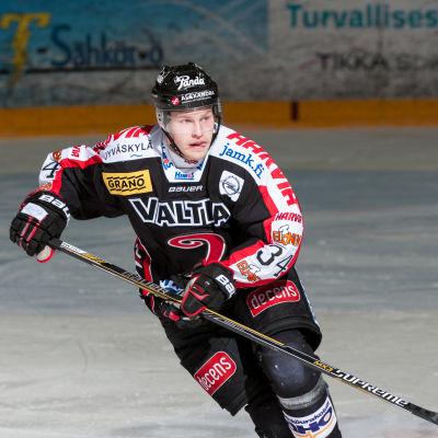 Markus Nenonen i Jyp-dress.