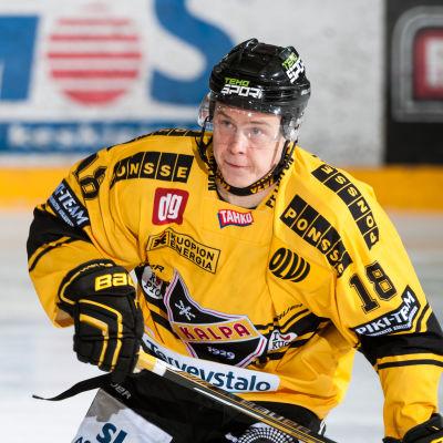 Antti Halonen på isen.