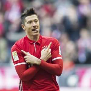 Robert Lewandowski firar mål.