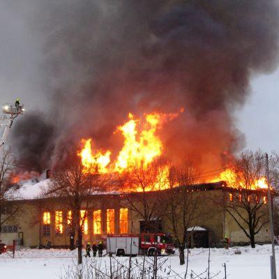 Föreningshuset brinner
