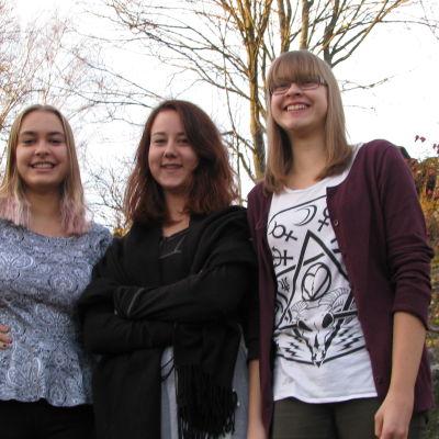 Line, Vera och Kajsa har varit vänner sedan lågstadiet.