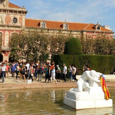 Katalaner demonstrerar vid parlamentet