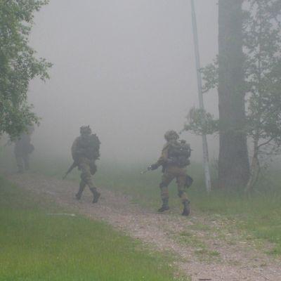 Soldater i rök