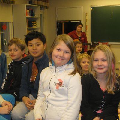 Elever i Snappertuna skola.