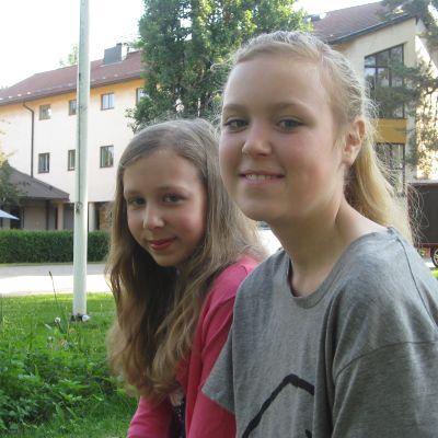 Ursula Lindén och Amanda Alméns På lägret i Lärkkulla i Raseborg.