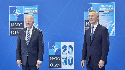 Joe Biden och Jens Stoltenberg på NATO-toppmöte.