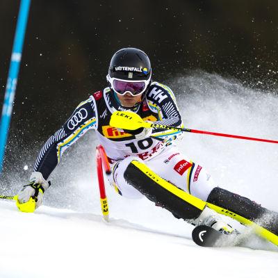 André Myhrer åker slalom så fort han kan i hemma-VM i Åre 2019.