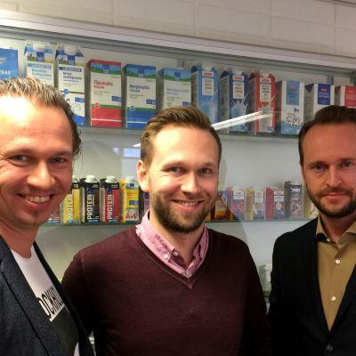 Markkinointi- ja viestintäjohtaja Juha-Petteri Kukkonen (vas.), myyntijohtaja Matti Kukkonen ja toimitusjohtaja Tuomas Kukkonen.