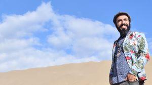 Yläkuvassa muusikko Marouf Majidi, alakuvassa muusikko-toimittaja Amanda Kauranne.