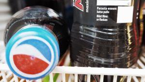 Pepsi-virvoitusjuomapullon parasta ennen -merkintä