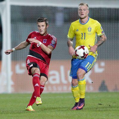 John Guidetti är en svensk fotbollsspelare.