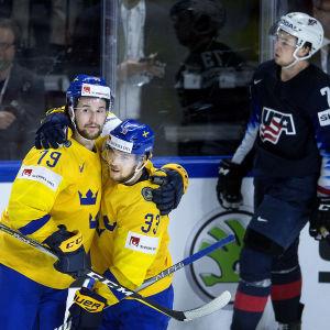 Svenskarna firar.
