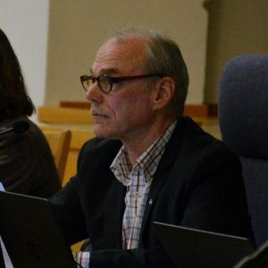 Ulf Heimberg som fullmäktiges ordförande.