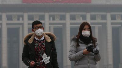 Turister på Himmelska fridens torg i Peking.