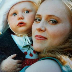 lapsi ja äiti lähikuvassa
