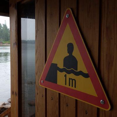 Kennet Levänens varningsskylt för grunt vatten i bruk