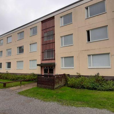 Ett våningshus i Hangö som heter Flundran.