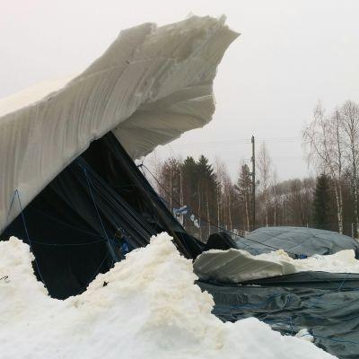 Sortuneen jääsillan toinen pää.