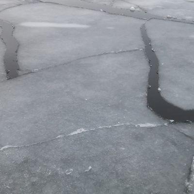 Jäälauttoja Vaasan ulkosaaristossa.