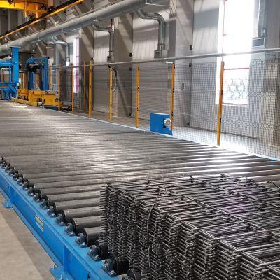 Raudotusverkkoja tehdashallissa.