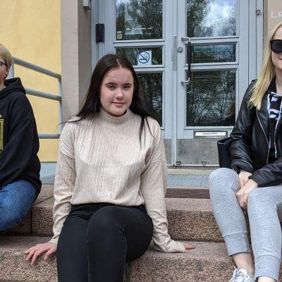 Uni Juutilainen, Inka Ruonaniemi ja Jenina Hopia.
