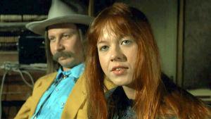 Marjo Leinonen ja Matti Pellonpää elokuvassa Zombie ja Kummitusjuna (1991)