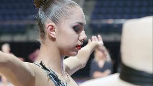 Venäläinen rytmisen voimistelun kärkinimi Margarita Mamun valmistautuu olympialaisiin.