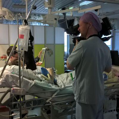 Inspelning av Vid liv 24 h pågår på barnintensiven i ÅUCS.