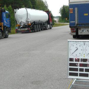 Kontroll av långtradare i Lovisa