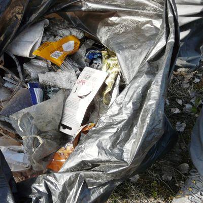 Sarvlaks FBK i Lovisa ordnar städtalko, sopsäck