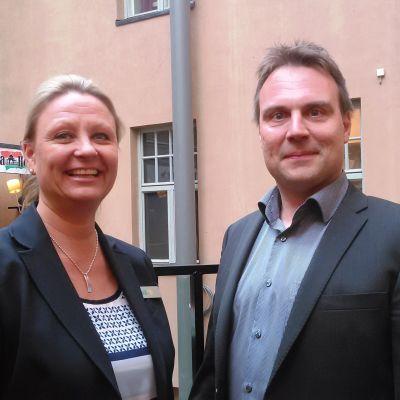 Forums marknadsföringschef Pia Rosvall och Ilkka Haahtela, chef för invandrings- och sysselsättningsfrågor på Helsingfors stad