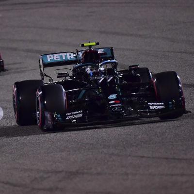 Valtteri Bottas kör i Bahrain.