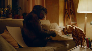 Tiby-apina elokuvassa The Square