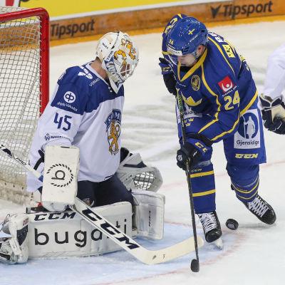 Jussi Olkinuora vaktade målet i Finlands sista EHT-match mot Sverige på lördagen.
