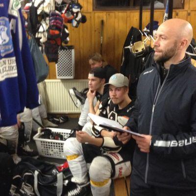 Jan Latvala Iitti Hockeyn pukukopissa