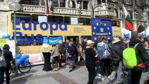 Europabussen utanför nya rådhuset i München.jpg