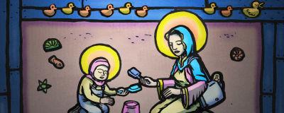 Äiti ja lapsi hiekkalaatikossa