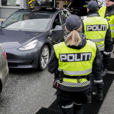 Även Norge har stängt sina gränser i likhet med andra nordiska länder har infört stränga gränskontroller.