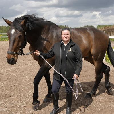 Pia Reitti med sin häst