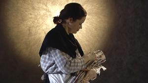 Kirsi-Kaisa Sinisalo näyttelee Koskelan naisia.