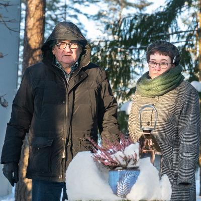 Veera ja Jukka Leminen hautausmaalla