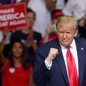 President Trump under nystarten för sin valkampanj, kampanjmötet i Tulsa, Oklahoma den 20 juni.