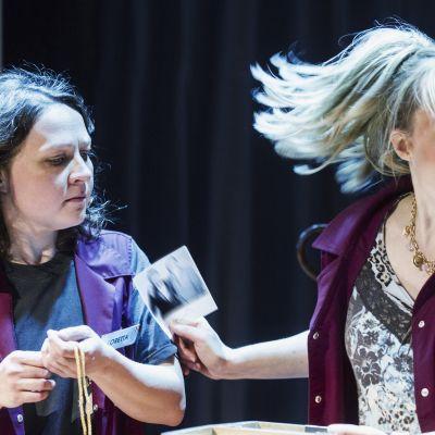 Rovaniemen teatteri Pikavoitto -näytelmä Helka Periaho Paula Miettinen