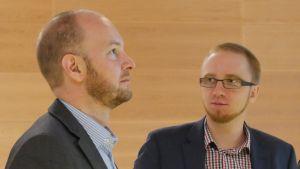 Sampo Terho och Simon Elo, medlemmar i Sannfinländarnas riksdagsgrupp