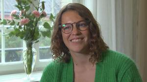 Porträtt av skådespelaren Josefin Neldén.