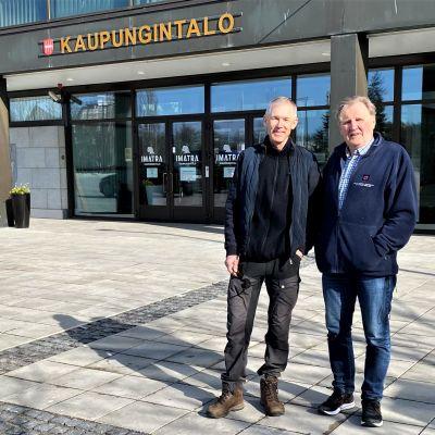 Ruokolahden entinen kunnanjohtaja Antti Pätilä ja Imatran entinen kaupunginjohtaja Pertti Lintunen.