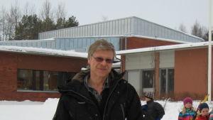 Bjarne Häggman bygger ut skolor och daghem varefter barnen ökar