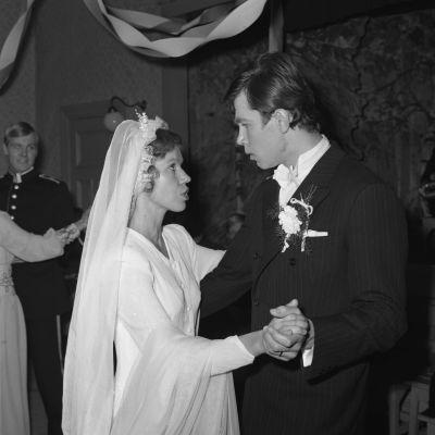 Sirkka (Minna Aro) ja Pauli (Aarre Pekkarinen) tanssivat (1973).